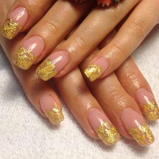 Дизайн ногтей шеллаком, шеллак френч с золотистой слюдой