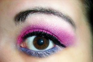 Макияж под фиолетовое платье, яркий вечерний макияж для карих глаз