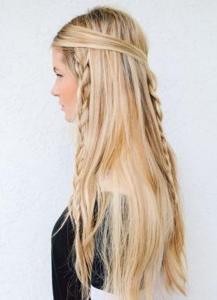 """Мелирование на светлые волосы, прическа на длинные волосы в стиле """"бохо-шик"""""""