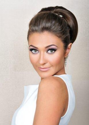 Яркий макияж для серых глаз, стильный свадебный макияж