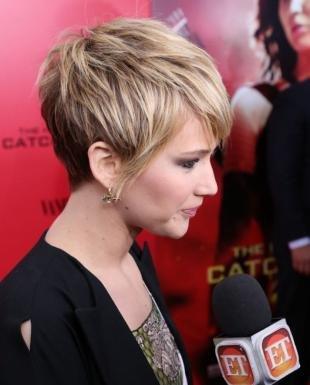 Стрижки и прически на короткие волосы, модный натуральный цвет волос