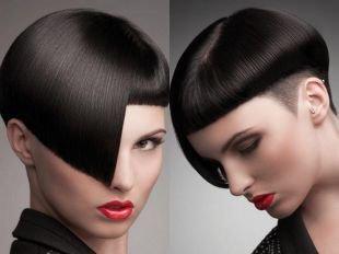 Черный цвет волос, короткая стрижка для смелых девушек