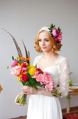 Светло рыжий цвет волос, свадебная прическа для стрижки каре