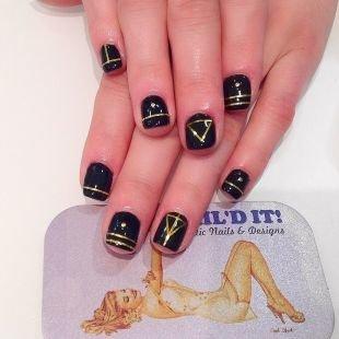 Геометрические рисунки на ногтях, черный дизайн ногтей с золотистыми узорами