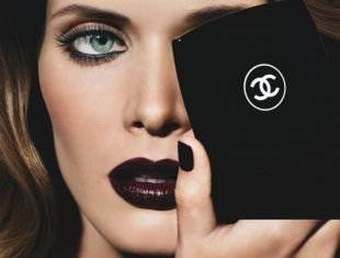 Макияж для брюнеток с голубыми глазами, вечерний темный макияж