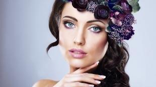Макияж под фиолетовое платье, нежный макияж для серо-голубых глаз