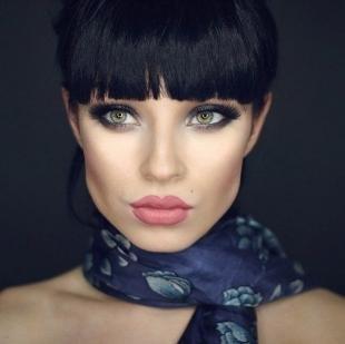 Темный макияж для зеленых глаз, экстравагантный макияж для брюнетки