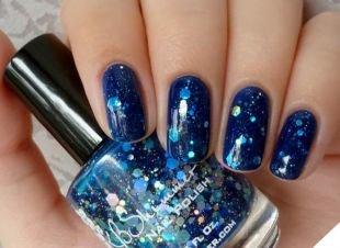 Аквариумный дизайн ногтей, синий маникюр с глиттером