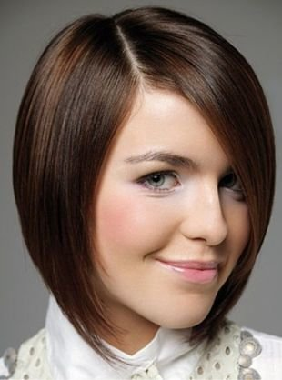 Быстрые прически на короткие волосы, асимметричное каре без челки