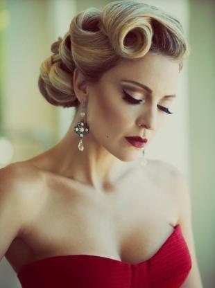 Свадебный макияж для серо-голубых глаз, макияж под красное свадебное платье
