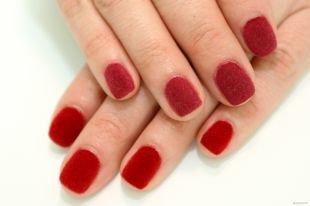 Маникюр на квадратные ногти, красный бархатный маникюр