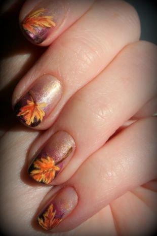 Разноцветный маникюр, осенние листья на ногтях