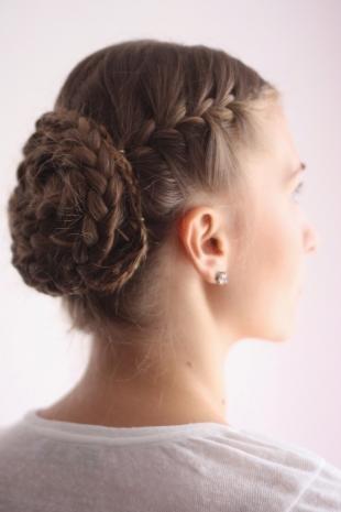 Средне русый цвет волос на длинные волосы, красивая прическа на танцы
