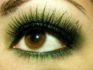 Макияж для карих глаз, макияж для нависшего века зелеными тенями