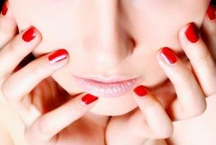 Маникюр на коротких ногтях, красный маникюр на коротких ногтях