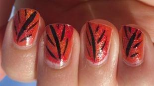 Красные ногти с рисунком, осенний листочек на коротких ногтях
