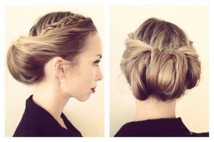 Русый цвет волос, роскошная прическа с объемным низким пучком