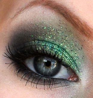 Макияж на Новый год, макияж для серых глаз с блестками