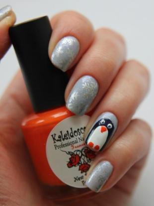 Новогодние рисунки на ногтях, оригинальный зимний маникюр со снежинками и пингвином