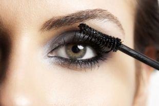Темный макияж для шатенок, повседневный макияж для серых глаз