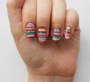 Рисунки на ногтях для начинающих, разноцветный маникюр с орнаментом