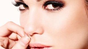Макияж под синее платье, макияж для карих глаз с коричневыми тенями