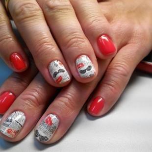 Красно-белый маникюр, газетный дизайн ногтей