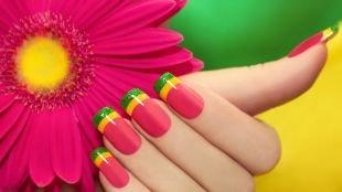 Желтый френч, полосатый френч на нарощенных ногтях