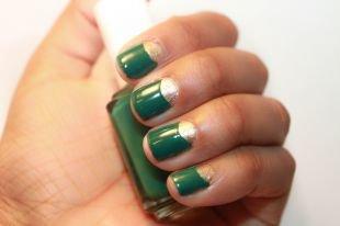 Необрезной маникюр, зеленый лунный френч