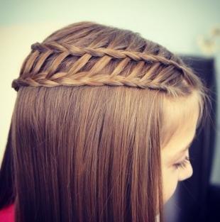 Темно русый цвет волос, оригинальная косичка для девочки
