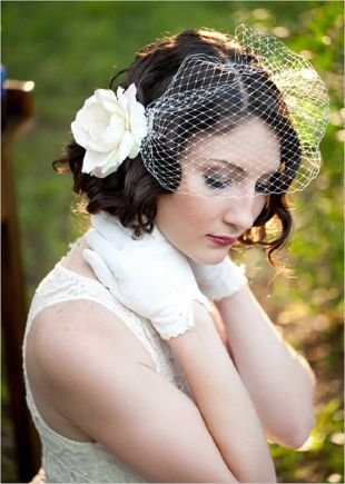 Стрижка каре на короткие волосы, свадебная прическа на короткие волосы с вуалеткой