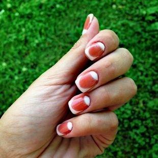 Дизайн ногтей шеллаком, красно-белый лунный двойной френч