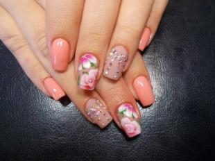 Китайская роспись ногтей, персиковый маникюр с цветами и стразами
