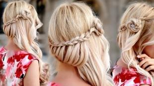Цвет волос песочный блондин, летняя прическа на свидание