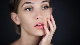 Макияж для зеленых глаз под зеленое платье, натуральный макияж для молодых девушек