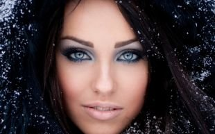 Макияж в синих тонах, летний макияж для голубых глаз