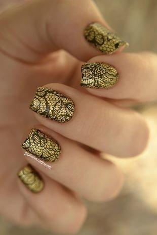 Черный дизайн ногтей, золотистый маникюр с черным ажурным узором