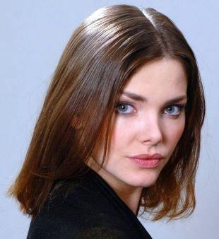 Темный цвет волос на средние волосы, классическое каре длиной до плеч для тонких волос