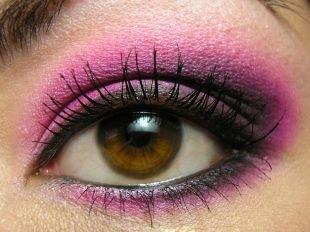 Макияж для каре-зелёных глаз, удивительный макияж для нависшего века розовыми тенями